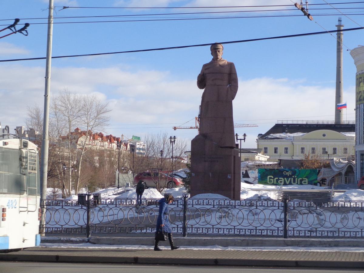 Памятник татищеву в екатеринбурге 9 мая 2018 каталог памятников из гранита цены фото леруа мерлен
