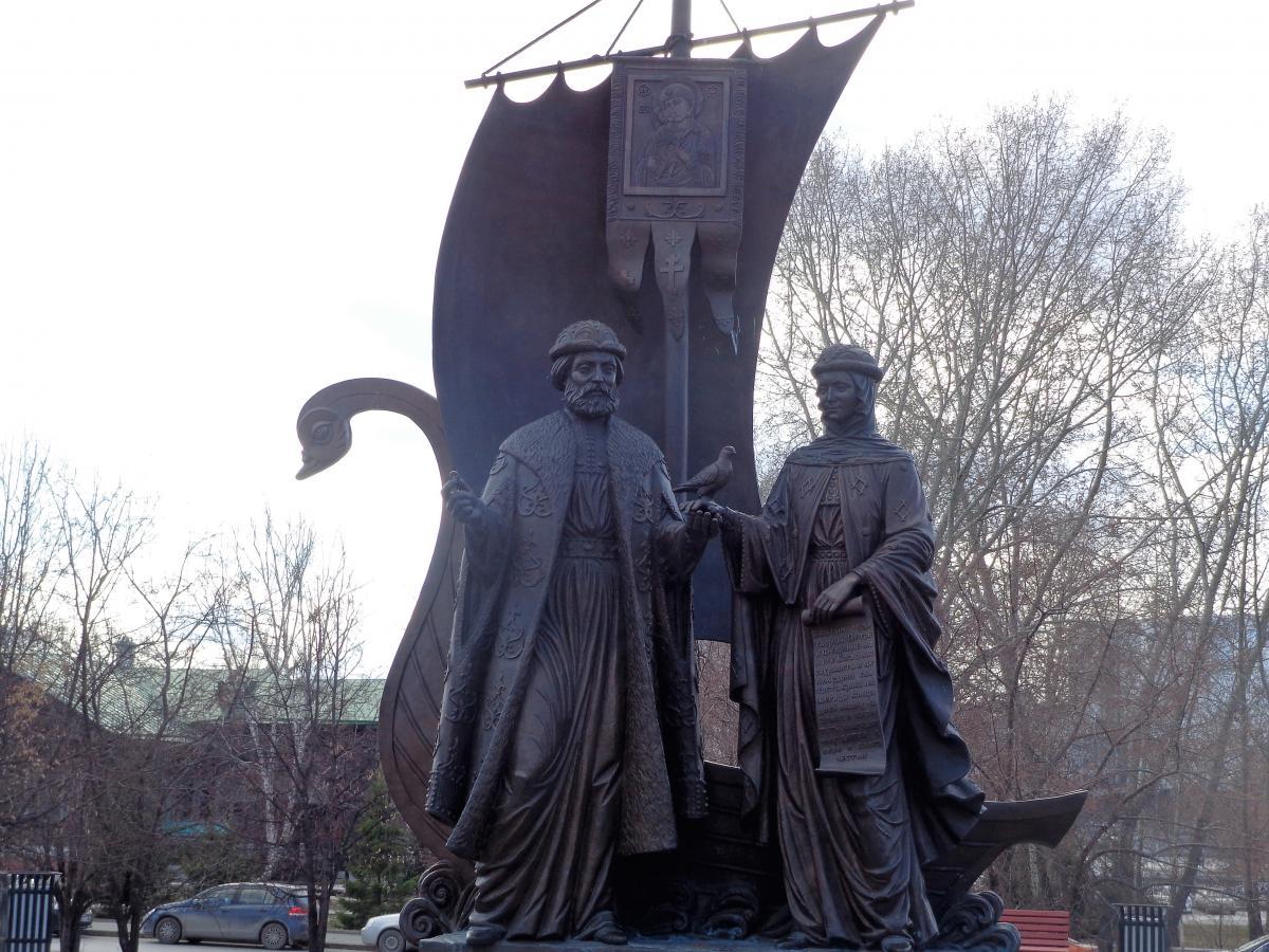Памятник с семейный Туринск Лампадка из габбро-диабаза резная Приморск, Калининградская обл.